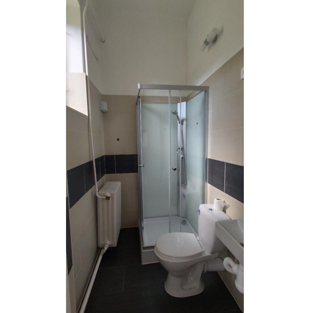 Kőház 2 ágyas szoba fürdője