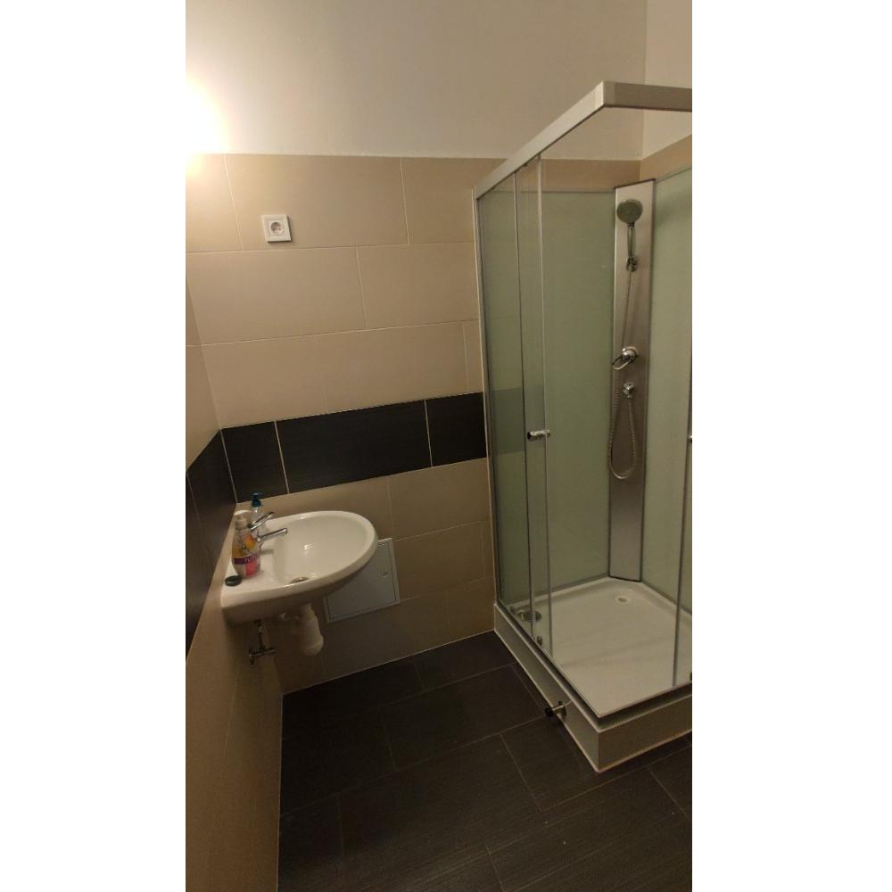 Kőház 4 ágyas szoba fürdője